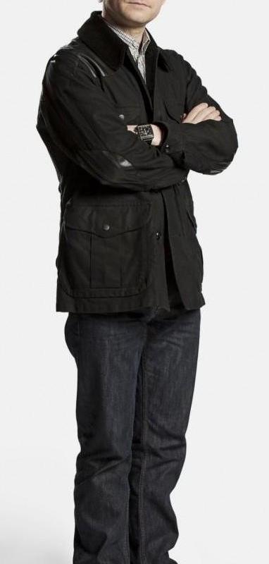 holmes-dr-watson-black-coat